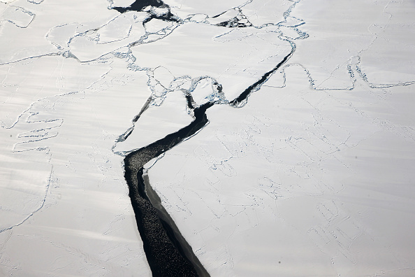 Evidences that the Filchner-Ronne ice shelf may be separated from the seafloor was seen through oceanographic recording devices.
